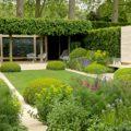 Modernes Gartendesign mit Rasenparterre